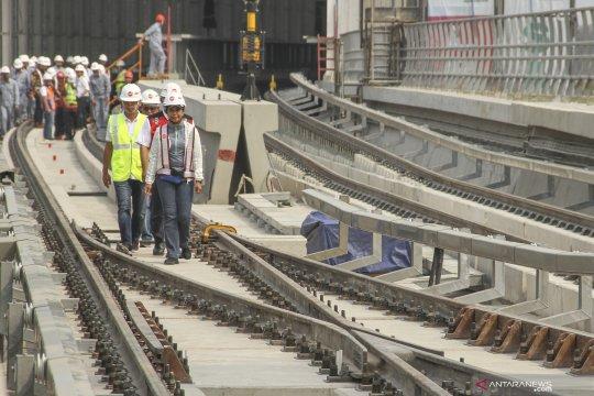 Menteri BUMN tinjau stasiun LRT Cibubur