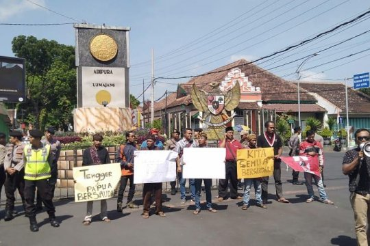 Gempita Lumajang aksi solidaritas untuk Papua damai