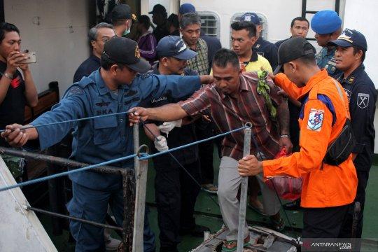 Korban selamat kapal terbakar tiba di Surabaya