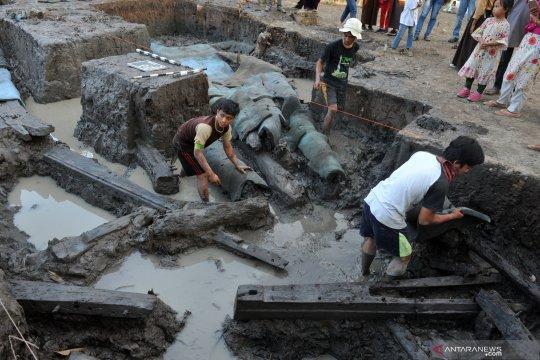Peneliti pastikan perahu kuno di Lambur bukan pinisi
