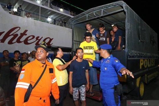 Korban terbakarnya KM Santika Nusantara tiba di Surabaya