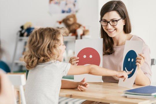 """Pentingnya """"me time"""" bagi orang tua dengan anak autisme"""