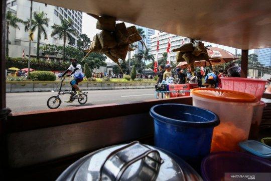 PKL menganggu kenyamanan warga berolahraga di lokasi HBKB Jakarta