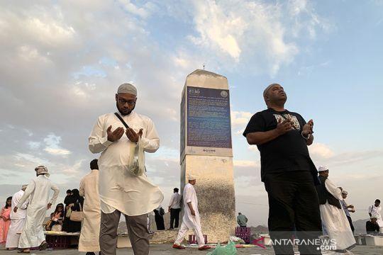 Berdoa di atas Jabal Rahmah