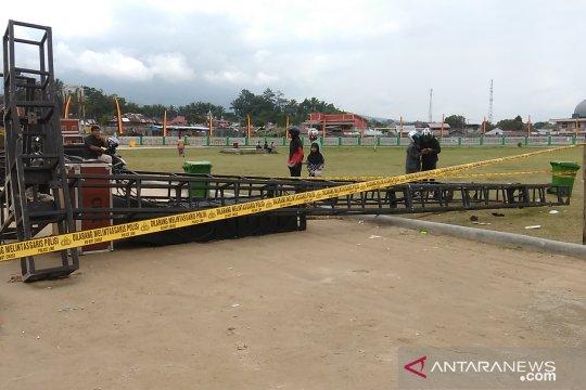 Satu siswa tewas tertimpa menara sistem suara roboh di Padang Panjang