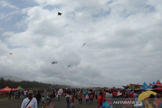 Jogja Air Show menjadi daya tarik wisatawan ke pantai Bantul