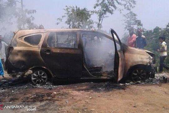 Polisi Sukabumi menyelidiki penemuan dua mayat terbakar dalam minibus