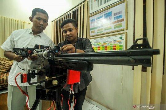 Perangkat pengendali gerakan senapan jarak jauh karya mahasiswa Aceh
