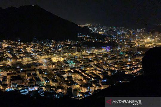 Suasana Kota Mekkah dari puncak Jabal Nur