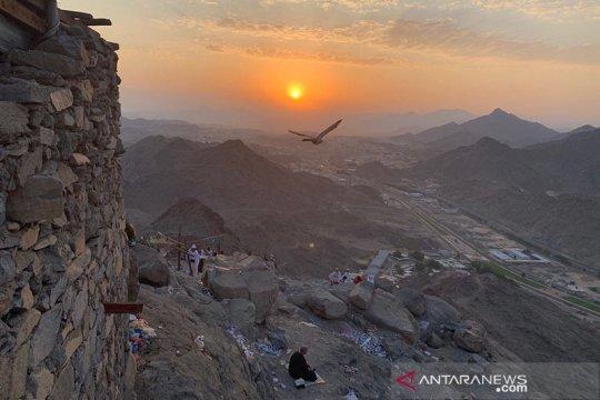 Nikmati matahari terbit dari Puncak Jabal Nur