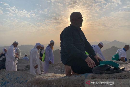 Salat dan berdoa di Puncak Jabal Nur