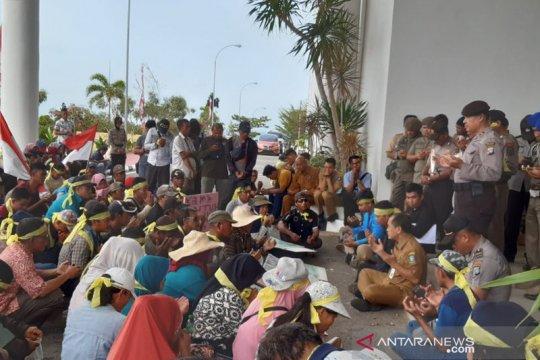 Warga Kampung Tirtomulyo Tanjungpinang tuntut pemasangan listrik