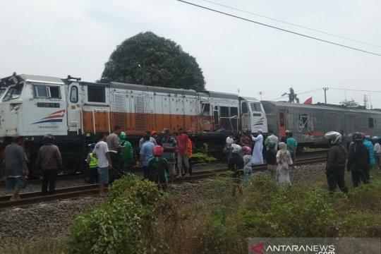 Perjalanan kereta terganggu akibat kecelakaan kereta-bus