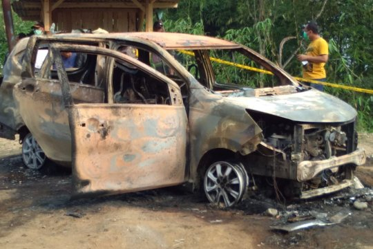 Dua jasad terbakar dalam minibus di Bondol Sukabumi diduga dibunuh