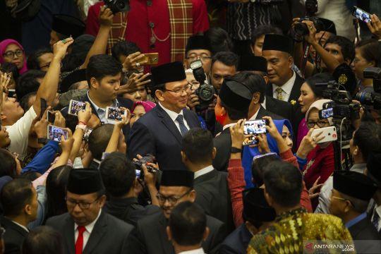 Ahok bertemu Anies Baswedan saat pelantikan anggota DPRD DKI Jakarta
