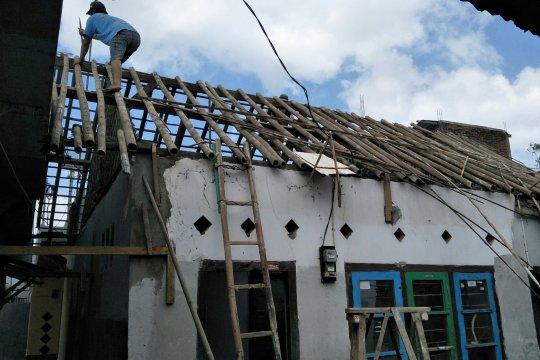 Disperkim laksanakan perbaikan rumah korban gempa melalui RTLH