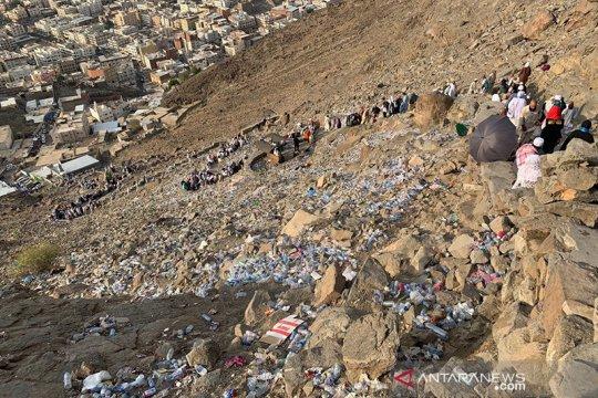 Sampah di Puncak Jabal Nur
