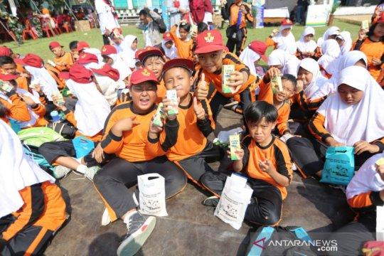 Kota Bandung ajak siswa sekolah gemar minum susu cegah stunting