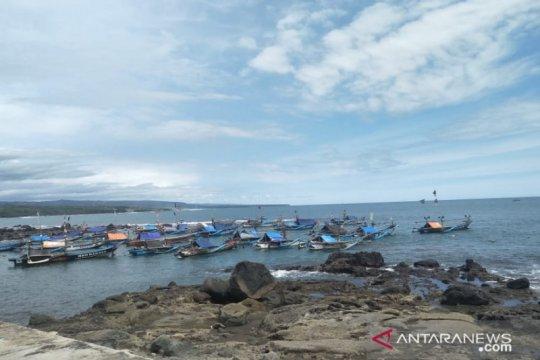 Nelayan Cianjur alih profesi buruh tani saat cuaca ekstrem