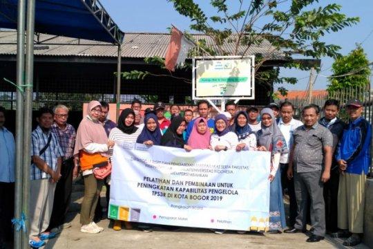 FKM-UI berikan pelatihan petugas pengolah sampah di Bogor