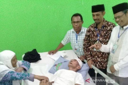 Pasangan romantis haji lansia asal Maluku tiba di Tanah Air