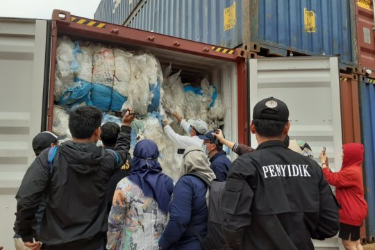 KLHK periksa ratusan kontainer berisi plastik impor