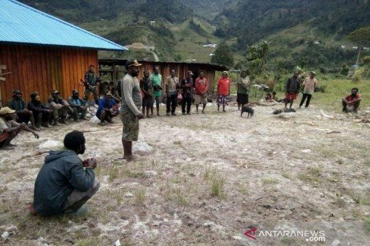 Yonzipur 8/SMG berbaur dengan masyarakat dengan bakar batu di Papua