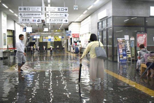 Hujan lebat di Jepang Selatan akibatkan banjir, tewaskan dua orang