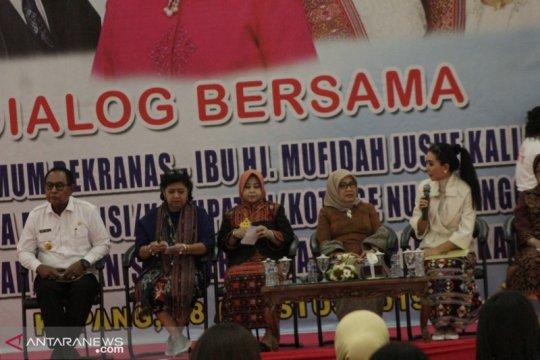 Mufidah Jusuf Kalla berdialog dengan ratusan perajin NTT
