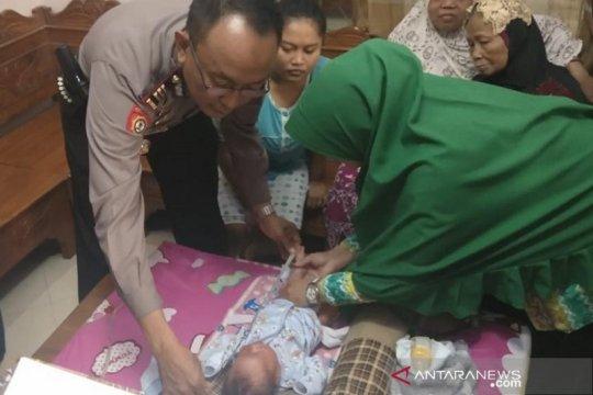 Bayi ditaruh di teras warga di Kudus, polisi buru pelaku