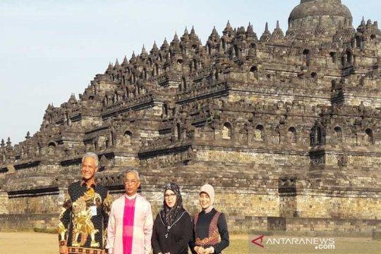 Raja Malaysia kagumi arsitektur Candi Borobudur