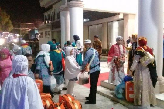 Kloter 17 Debarkasi Makassar MenutupPemulangan Haji Gelombang I