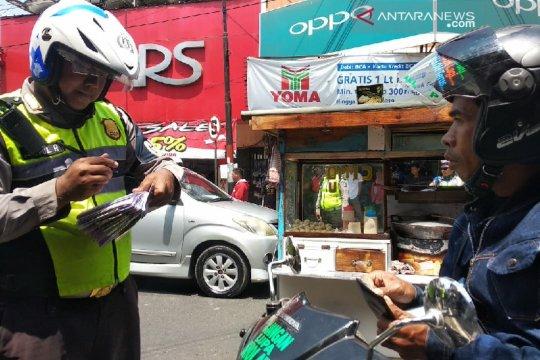 Polisi sita puluhan sepeda motor karena melanggar aturan di Garut
