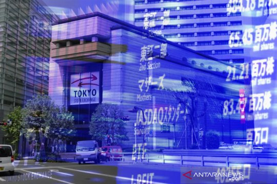 Saham Tokyo ditutup naik tipis jelang laporan laba