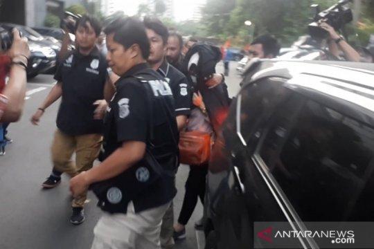 Polisi: keterangan istri bakar suami-anak tiri tidak konsisten