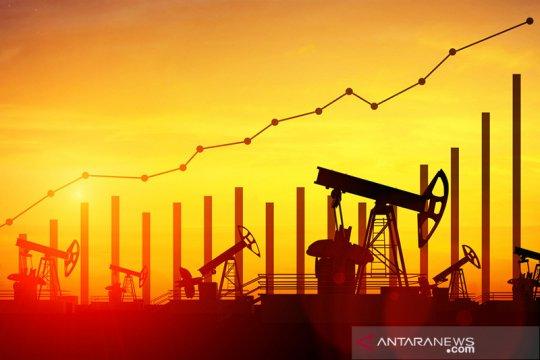 Harga minyak naik didukung penurunan persediaan di AS
