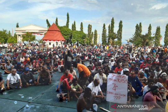 Truk TNI-Polri dikerahkan untuk pulangkan 1.000 demonstran di Jayapura