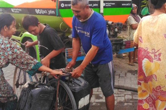 ACT gelontorkan bantuan air bersih untuk warga Gresik