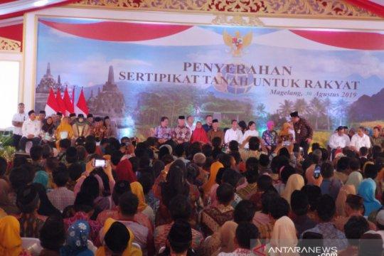 Presiden Jokowi serahkan 5.000 sertifikat tanah warga Magelang