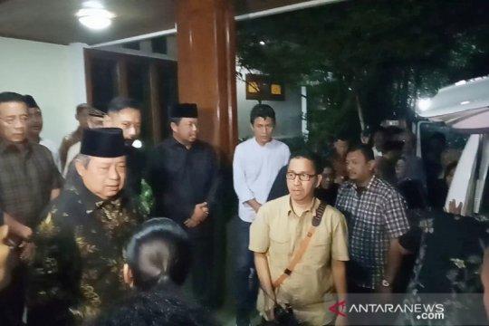Tiba di Puri Cikeas, jenazah Siti Habibah disambut SBY dan AHY