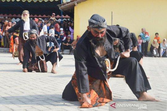 Reog Ponorogo (3-habis) - Warok sebagai karakter masyarakat Ponorogo