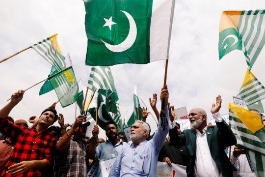 Orang bersenjata serang gedung bursa efek Pakistan