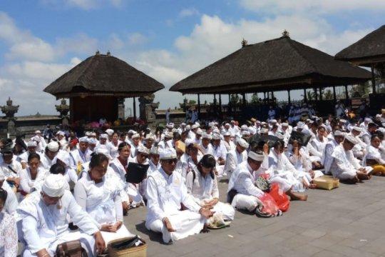 Pedukuhan Sidha Swasti selenggarakan ritual Pawintenan massal
