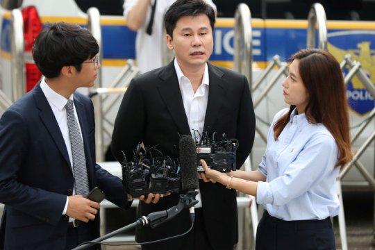 Mantan bos YG bantah tuduhan polisi usai diinterogasi seharian