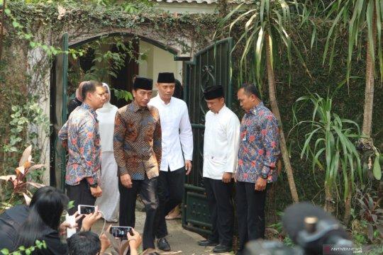 Presiden Jokowi melayat ke Puri Cikeas