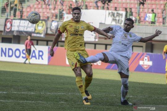 Persebaya tutup paruh musim dengan kemenangan atas Bhayangkara 2-0