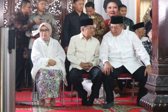 Wapres JK melayat ibunda SBY di Puri Cikeas
