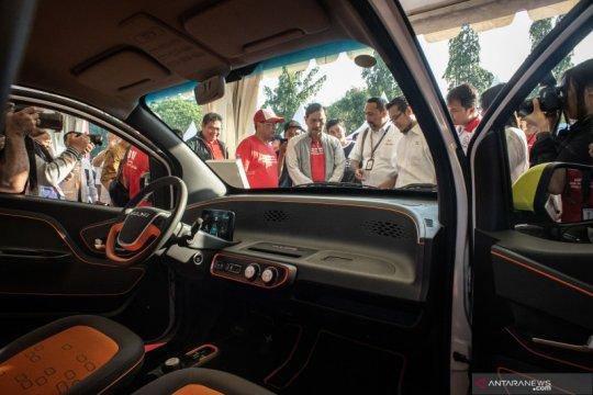 Luhut: Indonesia segera selesaikan peraturan turunan mobil listrik
