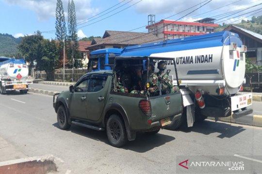Dengan pengawalan TNI, Pertamina kembali salurkan BBM di Jayapura