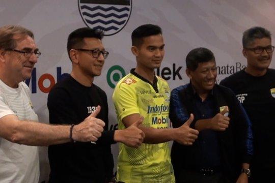 Dhika Bhayangkara resmi berseragam Persib Bandung